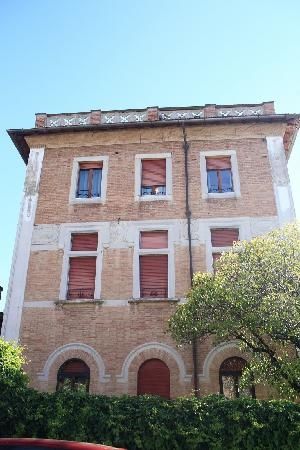 Hotel Villa Elda: Side view