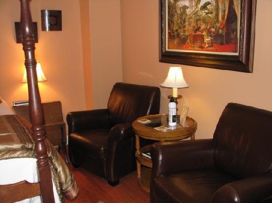 Heartstone Inn and Cottages: Veranda Room seating