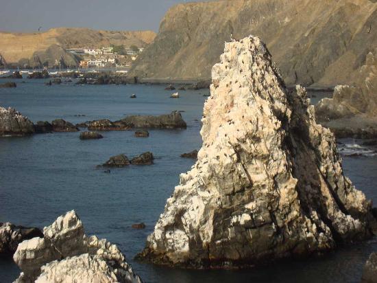 Paita, Peru: Blick auf Vogelfelsen vom Kap zwischen Yacila und Cangrejos