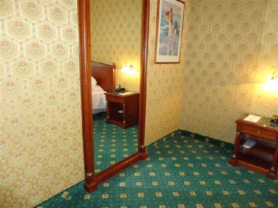 Grand Plaza Hotel: room 702