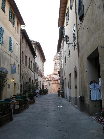 San Quirico dOrcia, İtalya: Main street