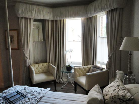 Egerton House Hotel : Our room - queen size bed