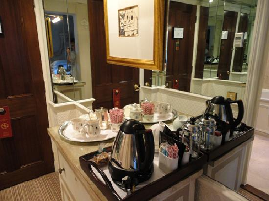 Egerton House Hotel : Coffee/Tea in our room