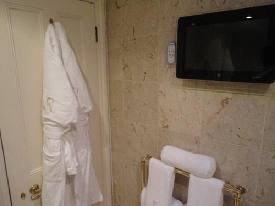 Egerton House Hotel : Robes, TV and heated towel rack in bath