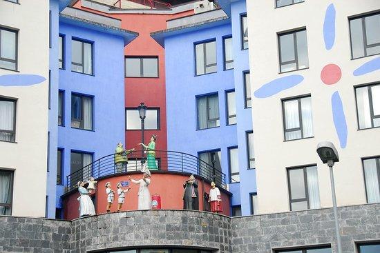 Albergue Juvenil Colegia Mayor Olarain: Whimsical Figures