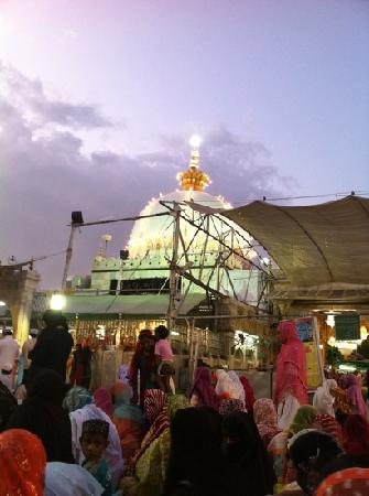 Tomb of khawaja garib nawaz picture of dargah shariff ajmer ajmer dargah shariff ajmer ajmer dargah in the evening altavistaventures Choice Image