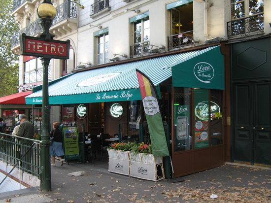 Leon de Bruxelles: Restaurant exterior