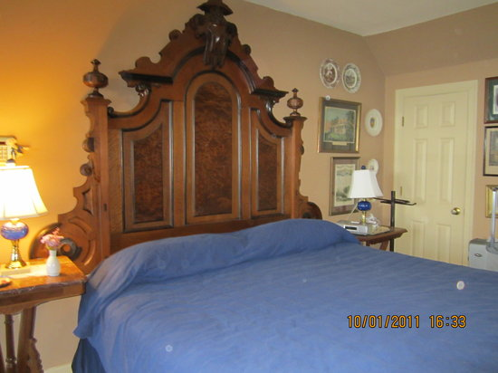 York River Inn Bed and Breakfast: Bed in Washington Suite