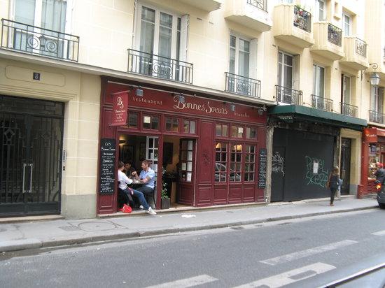 Les Bonnes Soeurs : Restaurant exterior