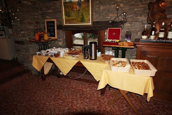 Domaine du Moulin d'Asselborn: Domaine du Moulin  D'Asselborn (Breakfastbuffet).