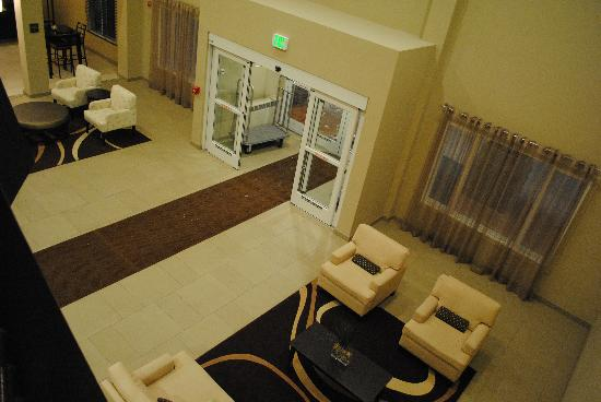 BEST WESTERN PLUS Chena River Lodge: The Lobby from 2nd Floor