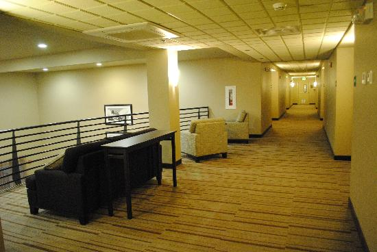 BEST WESTERN PLUS Chena River Lodge: Hallway to the room