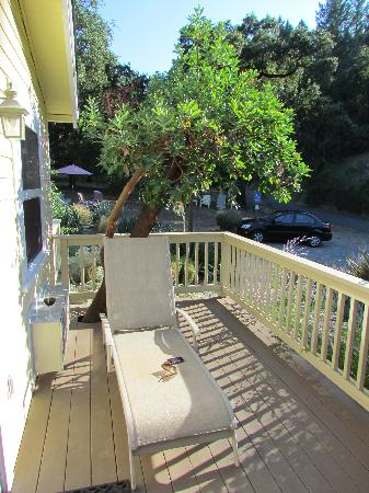 Aurora Park Cottages: Private deck