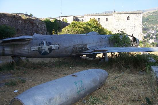 Gjirokaster, Albania: Aereo sulla fortezza di Girocastro