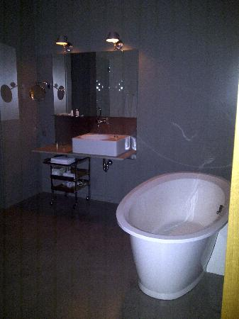 Hotel Gault: Bathroom