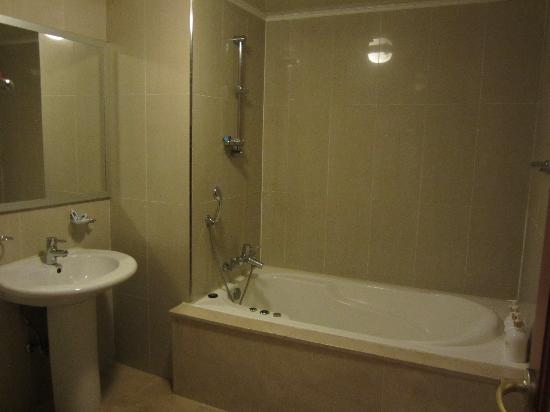 Hotel Sunbee: bathroom