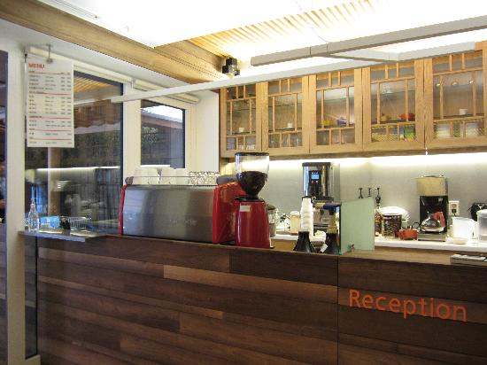 Hotel Sunbee: reception/bar