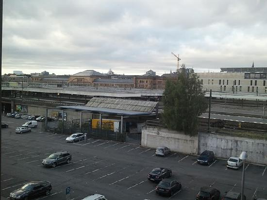 Ibis Budget Hannover Hauptbahnhof: The view of the railway station from the room window