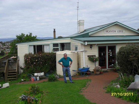 Highview Lodge: The garden gives some ider of whats inside,