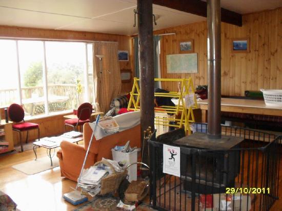 Highview Lodge: Lounge. The photo glorifies it.