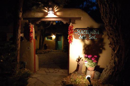 Hacienda del Sol: Front Entrance