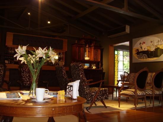La Vieja Hosteria: and a big sofa perfect for reading