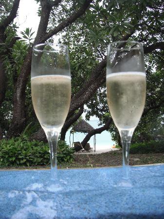 Vatulele Island Resort: Champagne by the pool