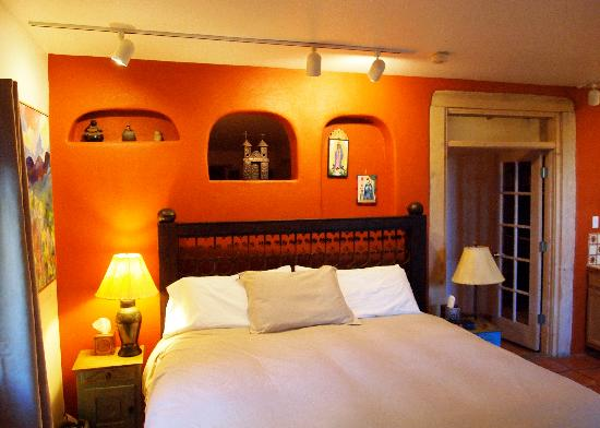 Casa Cuma Bed & Breakfast: First Room (King Bed)