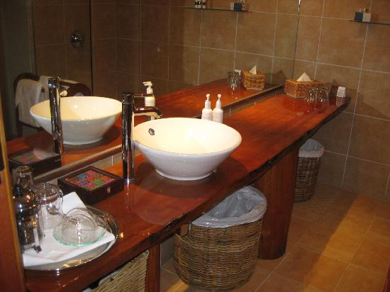 Fiordland Lodge: Bathroom