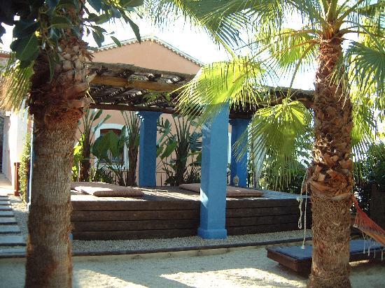 Finca el Tossal: Garden meditation area