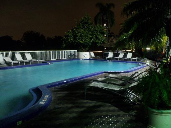 Sheraton Miami Airport Hotel & Executive Meeting Center: Outside pool