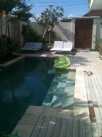 Pantai Indah Villas Bali: The amazing pool and deck!