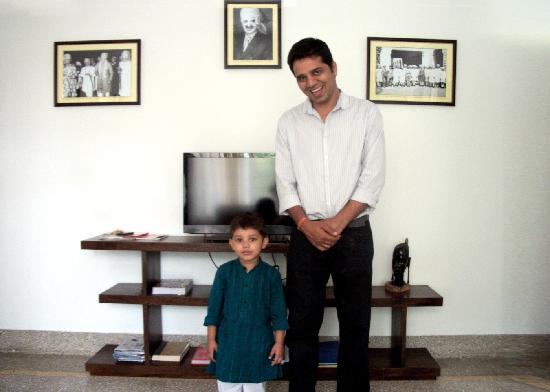 Bhola Bhawan Bed and Breakfast : Singh Senior and Junior