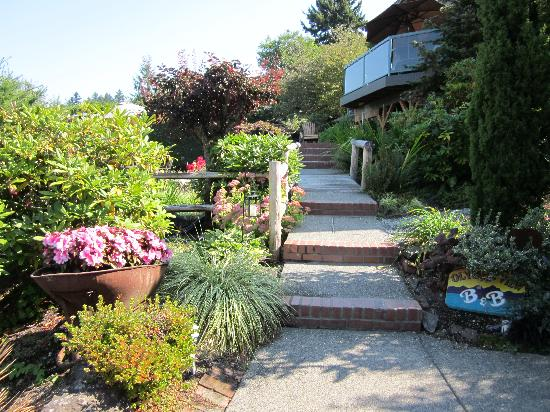 Olympic View Bed and Breakfast Cottage: Surrounded by beautiful plants and flowers.