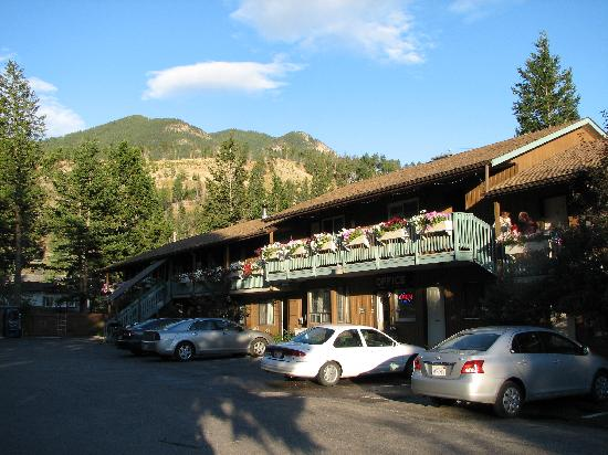 Radium Hot Springs, Kanada: Exterior of Motel Bavaria
