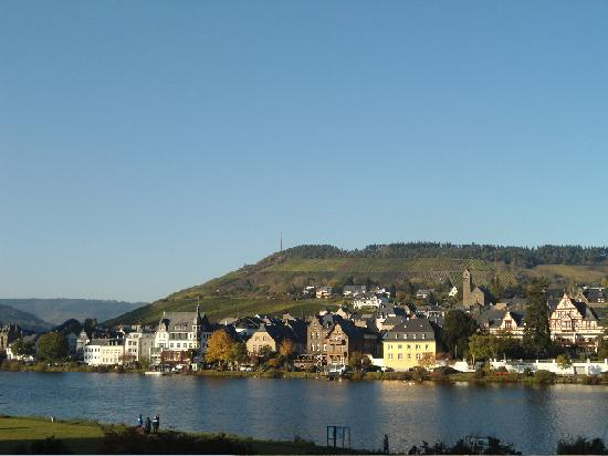 Traben-Trarbach, Germany: Beautiful riverside,  23 Oct. 2011