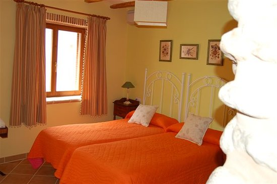 Casa Rural La Cirera : Habitación triple