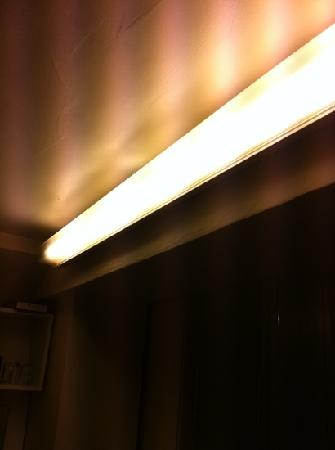 Grenville House Hotel: main bedroom lighting