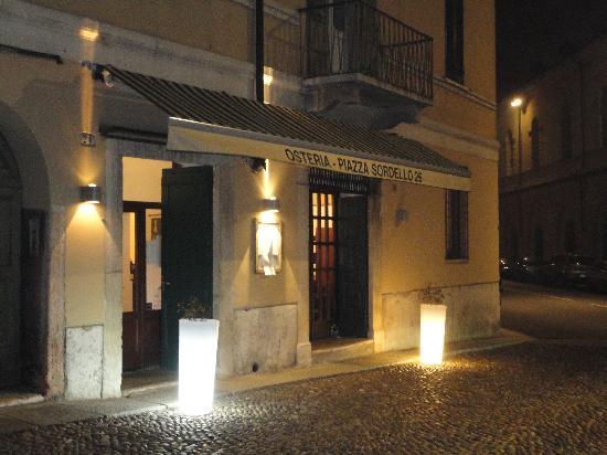 Osteria Piazza Sordello 26: Ristorante by night