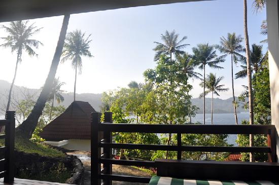 DABIRAHE Dive, Spa and Leisure Resort (Lembeh): View from our porch