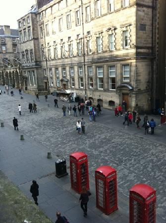 Advocates Apartments Royal Mile: view up Royal Mile from window