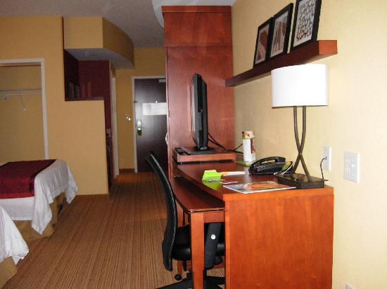 Courtyard by Marriott Statesville: large & comfortable room