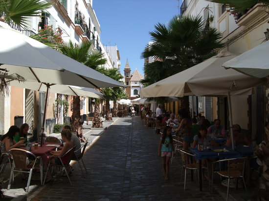 View of the street outside Taberna el Albero
