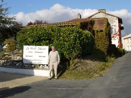 Hotel La Vieille Maison: My 88 year old Dad outside the Hotel