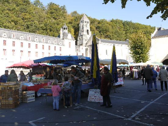Hotel La Vieille Maison: The Friday Market
