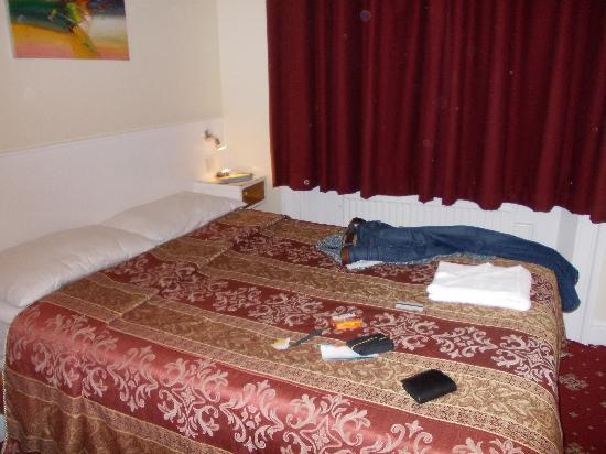 Melbourne House Hotel: camas