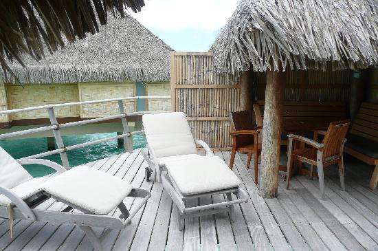 Le Taha'a Island Resort & Spa: Terresse du Bungalow overwater