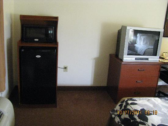 Sleep Inn & Suites Chambersburg: Fridge and Micro