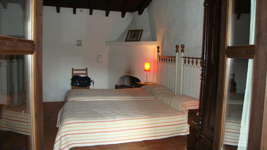 Ambelikos AgroHotel: The Bedroom with the fireplace