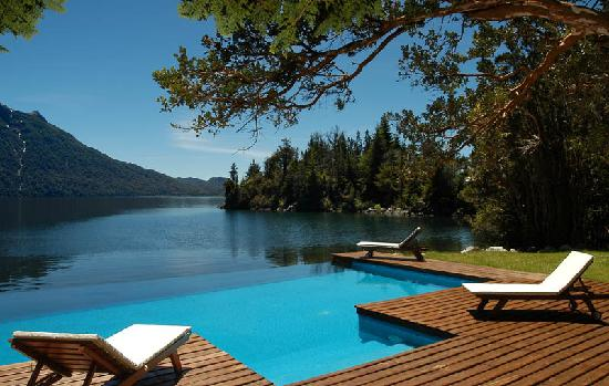 Millaqueo Luxury Villa : piscina infinity